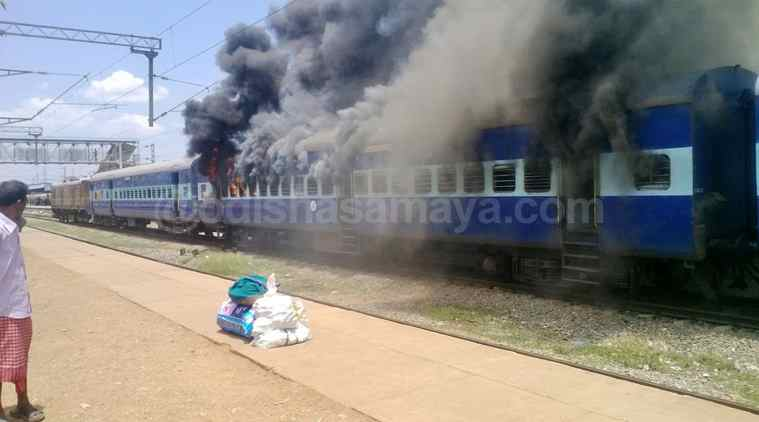 Mob sets afire train compartment at Delang station
