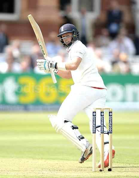 Root, Stokes save Hosts, England 113-4 till Lunch