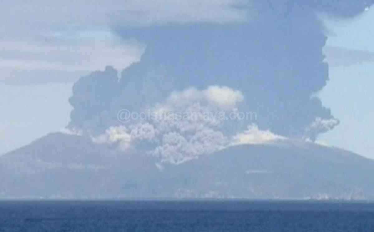 Volcano erupts in Kuchinoerabu island, 80 evacuated Safely