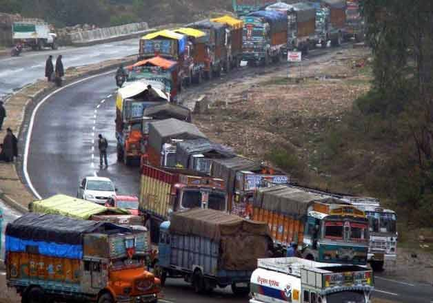 One way traffic restored at the Jammu-Srinagar National Highway