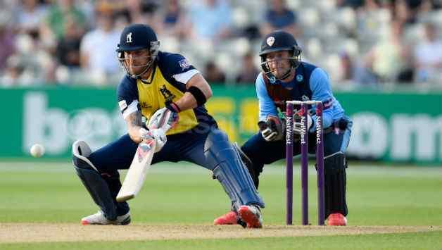 Explosive McCullum Guides Warwickshire to a 60-run Win over Derbyshire