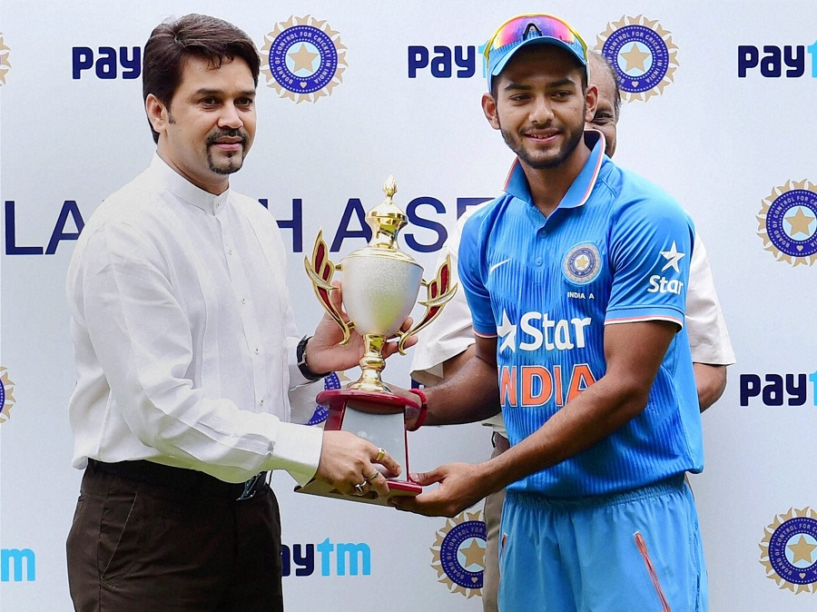 Skipper Unmukt Chand Receiving Trophy from BCCI Secretary Anurag Thakur