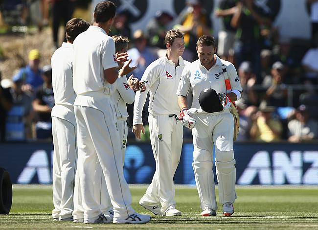 Aussies giving Guard of Honour to McCullum