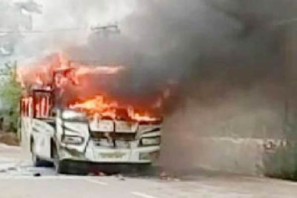 Buses torched after senior citizen couple killed on Bhubaneswar-Puri national highway