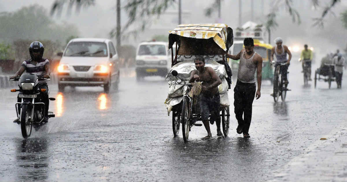 Heavy rains lash Kolkata, nearby districts, more forecast