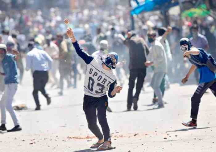 Mufti orders withdrawal of stone-pelting cases against 4327