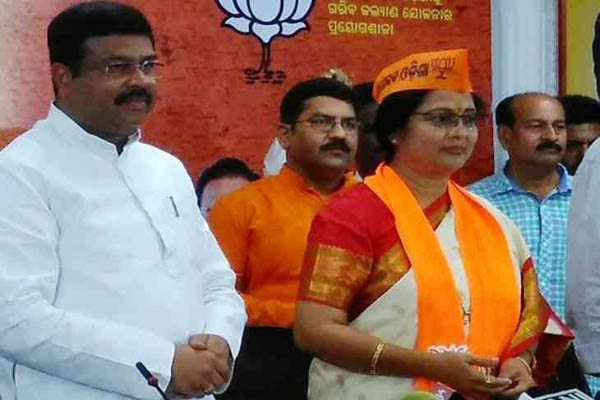 Odisha cine star Aparajita Mohanty joins BJP