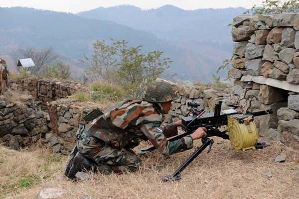Pak troops violate ceasefire in JK, soldier injured