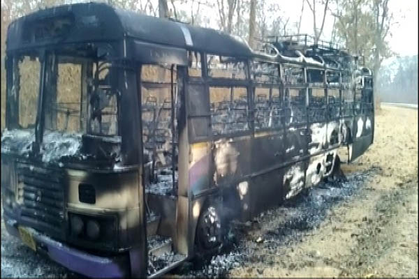 Maoists kill one; torch 3 buses, 3 trucks on Malkangiri border