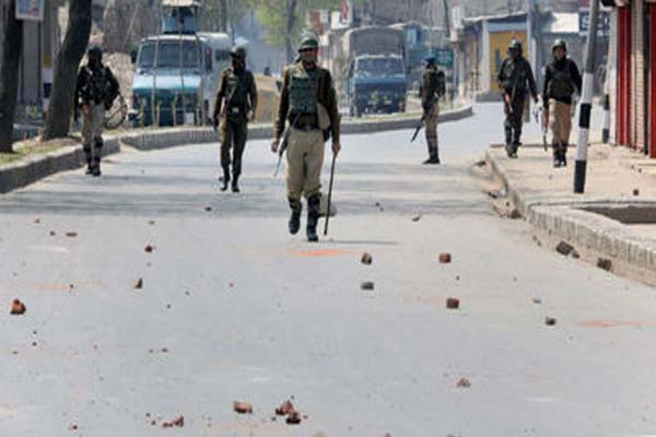 Students ignore minister's 'advice', clashes continue across Kashmir