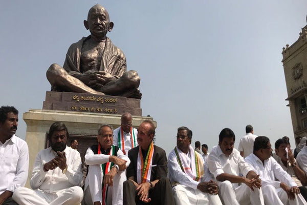 Yeddyurappa, Kumaraswamy stake claim to form Karnataka government